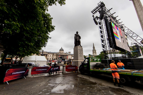 F1 Live London. London, United Kingdom. Tuesday 11 July 2017. Preparations for F1 Live in Trafalgar Square. World Copyright: Zak Mauger/LAT Images ref: Digital Image _56I5288