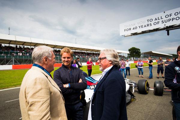 Williams 40 Event Silverstone, Northants, UK Friday 2 June 2017. Patrick Head talks to Nico and Keke Rosberg on the Silverstone grid. World Copyright: Sam Bloxham/LAT Images ref: Digital Image _W6I6530