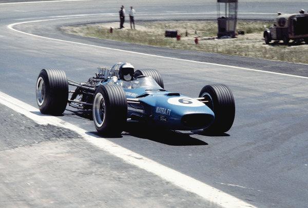 Jarama, Madrid, Spain. 10-12 May 1968. Jean-Pierre Beltoise (Matra MS10 Ford) 5th position. Ref: 68ESP03. World Copyright - LAT Photographic