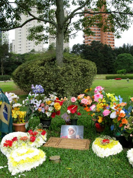 The Grave of Ayrton SennaMorumbi Cemetary, Sao Paulo, Brazil.22nd October 2007.World Copyright: Andrew Ferraro/LAT Photographicref: Digital Image Only