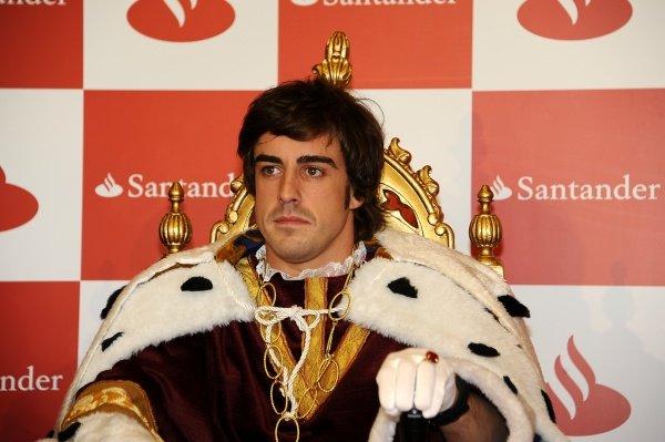Fernando Alonso (ESP), Ferrari, dressed as one of the three wise men.Santander Christmas Festivities, Madrid, Spain, Monday 19 December 2011. *** Local Caption *** RUBIO