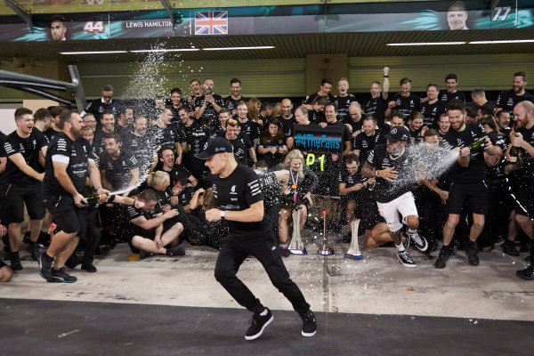 Yas Marina Circuit, Abu Dhabi, United Arab Emirates. Sunday 26 November 2017. Toto Wolff, Executive Director (Business), Mercedes AMG, Valtteri Bottas, Mercedes AMG, 1st Position, his wife Emelia, Lewis Hamilton, Mercedes AMG, 2nd Position, and the Mercedes team celebrate a great race result and another highly successful season. World Copyright: Steve Etherington/LAT Images  ref: Digital Image SNE13495