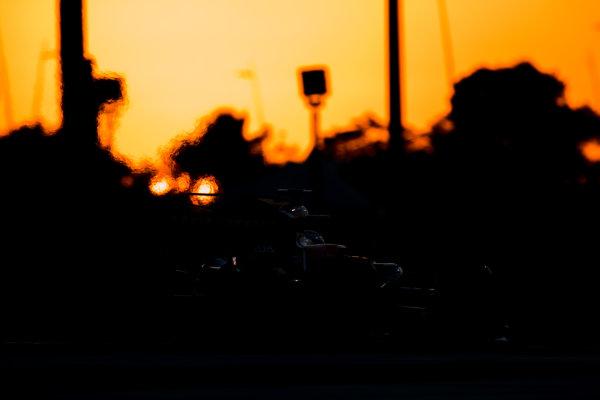 Yas Marina Circuit, Abu Dhabi, United Arab Emirates. Wednesday 29 November 2017. Stoffel Vandoorne, McLaren MCL32 Honda.  World Copyright: Zak Mauger/LAT Images  ref: Digital Image _56I7244