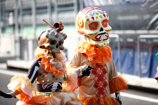 Autodromo Hermanos Rodriguez, Mexico City, Mexico. Thursday 26 October 2017. Day of the Dead costumes are worn in the paddock. World Copyright: Sam Bloxham/LAT Images  ref: Digital Image _ONZ9316