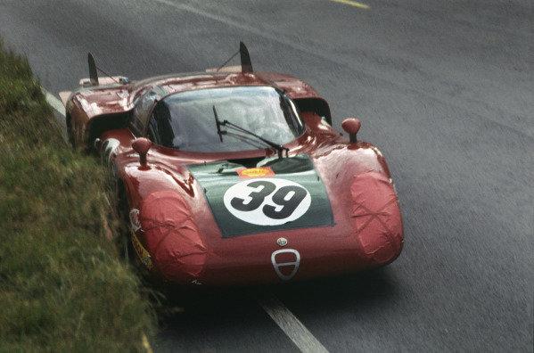 Le Mans, France. 28 - 29 September 1968 Ignazio Giunti/Nanni Galli (Alfa Romeo T33/2), 4th position, action. World Copyright: LAT Photographic Ref:  68LM42