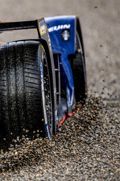 Robin Frijns (NLD), Envision Virgin Racing, Audi e-tron FE07, runs through the gravel