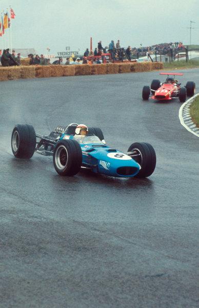 1968 Dutch Grand Prix.Zandvoort, Holland. 21-23 June 1968.Jackie Stewart (Matra MS10 Ford) 1st position, followed by Jacky Ickx (Ferrari 312). Ref-68 HOL 19.World Copyright - LAT Photographic