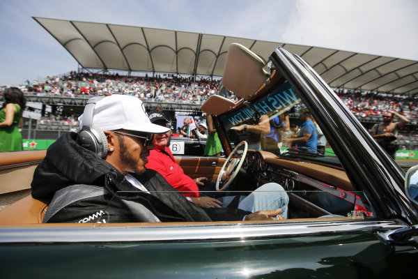 Lewis Hamilton (GBR) Mercedes AMG F1 on the drivers parade at Formula One World Championship, Rd19, Mexican Grand Prix, Race, Circuit Hermanos Rodriguez, Mexico City, Mexico, Sunday 30 October 2016.