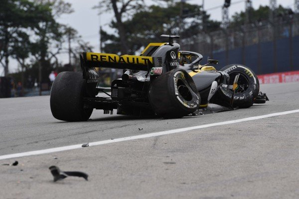 Nico Hulkenberg, Renault Sport F1 Team R.S. 18 crashes in FP2
