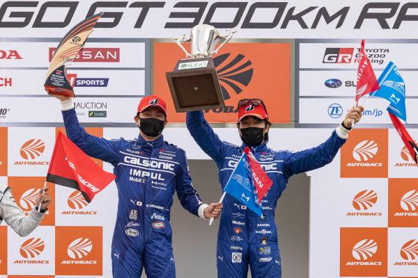 GT500 Winners Kazuki Hiramine & Nobuharu Matsushita, Team Impul, Nissan GT-R Nismo GT500, celebrate on the podium