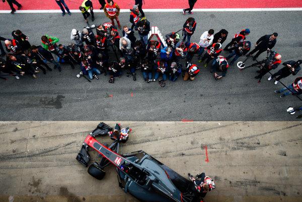 Circuit de Barcelona Catalunya, Barcelona, Spain. Monday 27 February 2017. Kevin Magnussen, Haas, and Romain Grosjean, Haas F1, unveil the Haas VF-17 Ferrari in front of assembled media. World Copyright: Zak Mauger/LAT Images ref: Digital Image _L0U9669