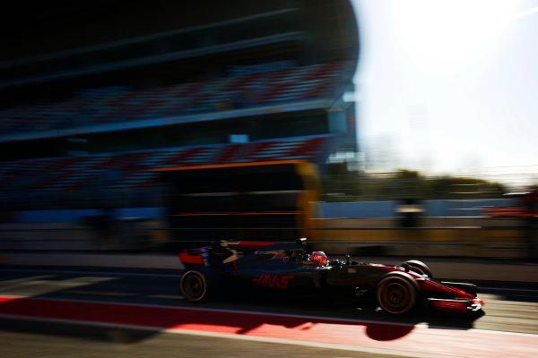 Circuit de Barcelona Catalunya, Barcelona, Spain. Tuesday 07 March 2017. Kevin Magnussen, Haas VF-17 Ferrari. World Copyright: Sam Bloxham/LAT Images ref: Digital Image _SLB3782