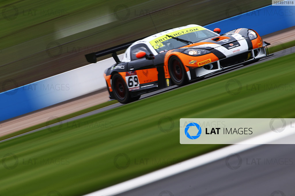 2017 British GT Championship, Donington Park, Leicestershire. 23rd - 24th September 2017. Ben Tuck / Nathan Freke Century Motorsport Ginetta G55 GT3. World Copyright: JEP/LAT Images