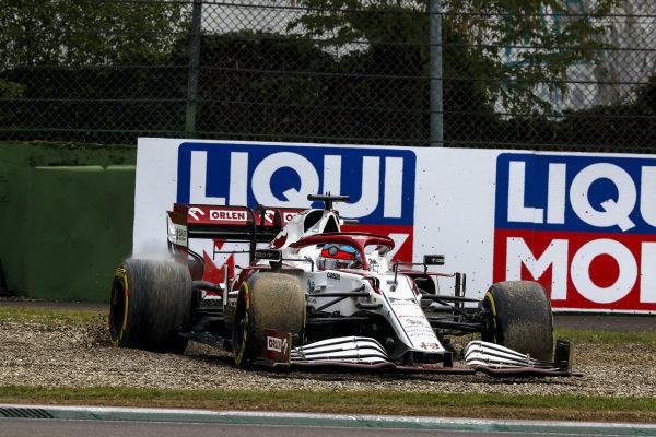 Kimi Raikkonen, Alfa Romeo Racing C41, in the gravel