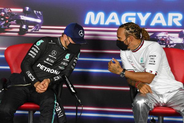 Valtteri Bottas, Mercedes, and pole man Sir Lewis Hamilton, Mercedes, in hte Press Conference