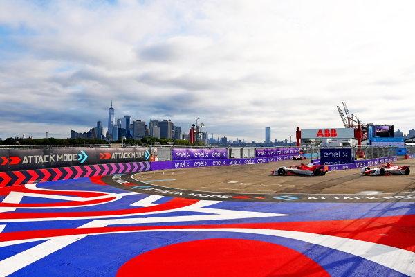 Sergio Sette Camara (BRA), Dragon Penske Autosport, Penske EV-5, leads Joel Eriksson (SWE), Dragon Penske Autosport, Penske EV-5