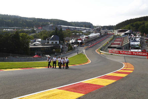 Stoffel Vandoorne, McLaren, walks the circuit with colleagues.