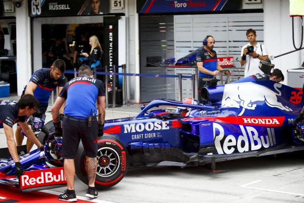 Daniil Kvyat, Toro Rosso being pushed into the garage