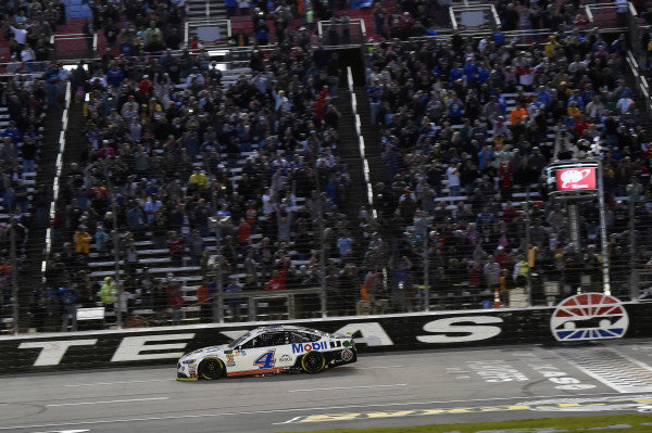 #4: Kevin Harvick, Stewart-Haas Racing, Ford Fusion Mobil 1