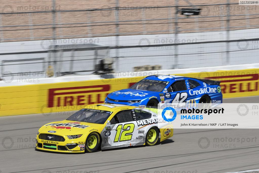 #12: Ryan Blaney, Team Penske, Ford Mustang Menards/Pennzoil Ford, #42: Kyle Larson, Chip Ganassi Racing, Chevrolet Camaro Credit One Bank