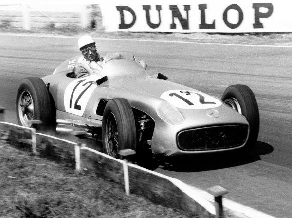 1955 British Grand PrixAintree, Great Britain. 1955Race winner Stirling Moss (Mercedes Benz W196), action.World Copyright: LAT Photographicref: 316/30
