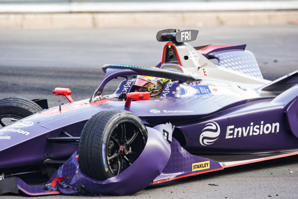 Robin Frijns (NLD), Envision Virgin Racing, Audi e-tron FE05, with his damaged front wing