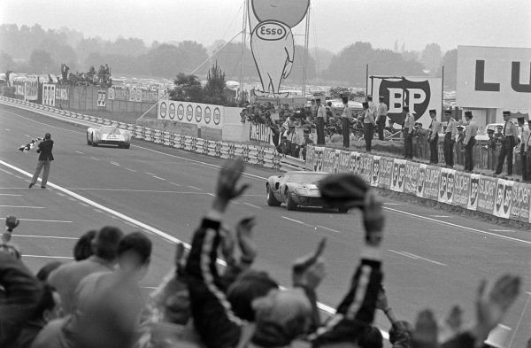 Jacky Ickx / Jackie Oliver, John Wyer Automotive Engineering Ltd, Ford GT40 beats Hans Herrmann / Gèrard Larrousse, Porsche System Engineering, Porsche 908 LH to the line by 120 metres after 24 hours of racing.