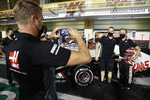 The Haas team make a presentation to Kevin Magnussen, Haas F1, ahead of his last race