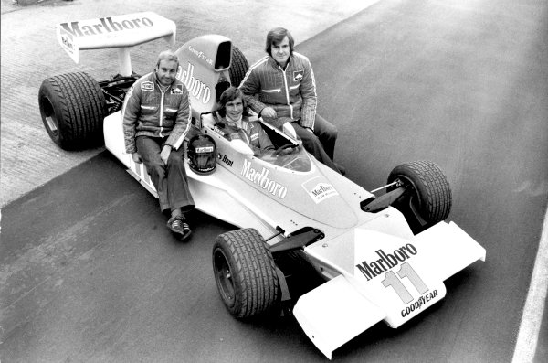 1976 Formula 1 World Championship.Teddy Mayer, James Hunt and Alastair Caldwell pose with the McLaren M23-Ford Cosworth at the launch.World Copyright: LAT Photographicref: b&w print