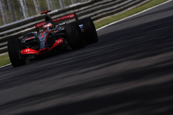 2007 Italian Grand Prix - Friday PracticeAutodromo di Monza, Monza, Italy.7th September 2007.Fernando Alonso, McLaren MP4-22 Mercedes. Action. World Copyright: Lorenzo Bellanca/LAT Photographicref: Digital Image _64I4939