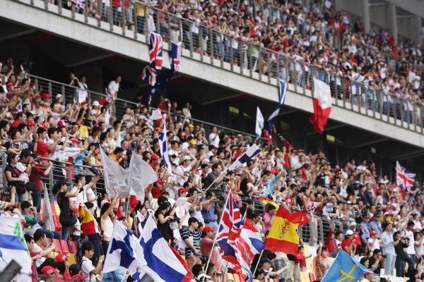 2007 Chinese Grand Prix - Porsche Asia Race 2Shanghai International Circuit, Shanghai, China7th October 2007.The huge crowd is awash with the flags of many nations. Atmosphere. World Copyright: Charles Coates/LAT Photographicref: Digital Image ZK5Y1202