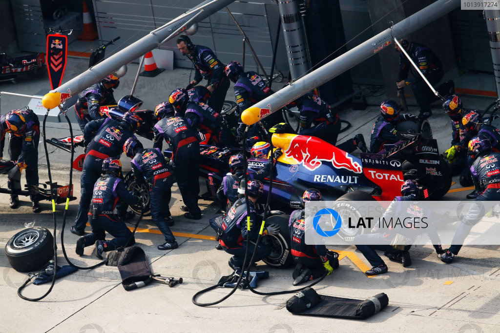 Shanghai International Circuit, Shanghai, China Sunday 14th April 2013 Mark Webber, Red Bull RB9 Renault, makes a stop to change his front wing. World Copyright: Steven Tee/LAT Photographic ref: Digital Image _14P7145