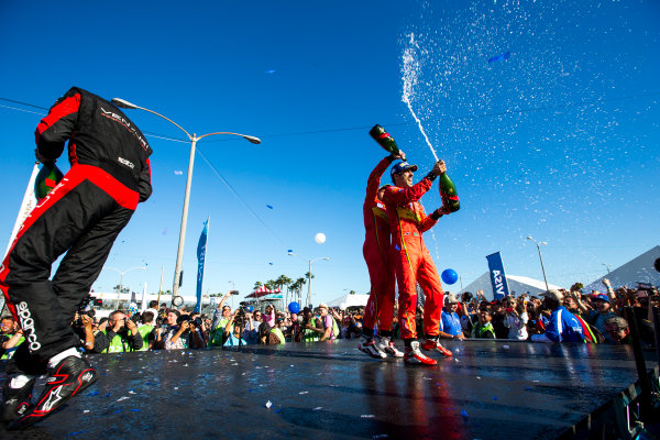 2015/2016 FIA Formula E Championship. Long Beach ePrix, Long Beach, California, United States of America. Sunday 3 April 2016. Stephane Sarrazin (FRA), Venturi VM200-FE-01, Daniel Abt (GER), ABT Audi Sport FE01, Lucas Di Grassi (BRA), ABT Audi Sport FE01. Photo: Zak Mauger/LAT/Formula E ref: Digital Image _L0U1794
