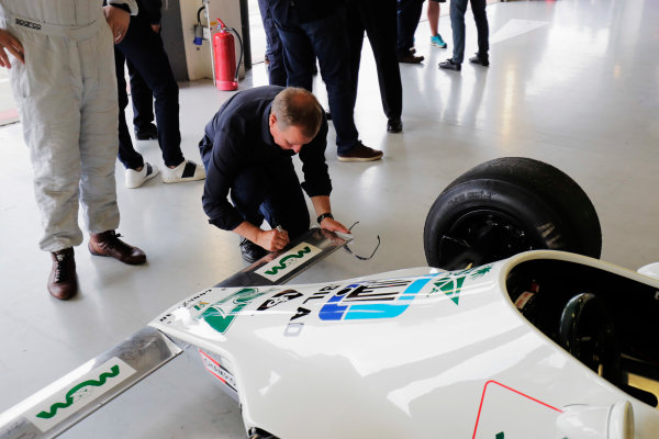 Williams 40 Event Silverstone, Northants, UK Friday 2 June 2017. Martin Brundle signs a Williams FW07. World Copyright: Zak Mauger/LAT Images ref: Digital Image _56I9863