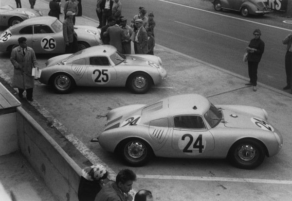 Le Mans, France. 28th - 29th July 1956.Umberto Maglioli/Hans Herrmann (Porsche 550A RS CoupeŽ), retired, lines up in the pit lane with the Richard von Frankenberg/Wolfgang von Trips (Porsche 550A RS Coupe), 5th position and Max Nathan/Helmut Glockler (Porsche Carrera), retired, action. World Copyright: LAT Photographic.Ref: 7114P - 4A.