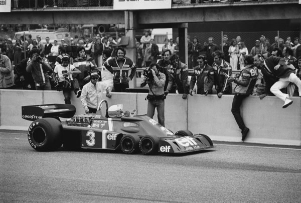 1976 Swedish Grand Prix. Anderstorp, Sweden. 11th - 13th June 1976. Jody Scheckter (Tyrrell P34-Ford), 1st position, stops in front of his team after the win, action. World Copyright: LAT Photographic. Ref:  8754 - 8.