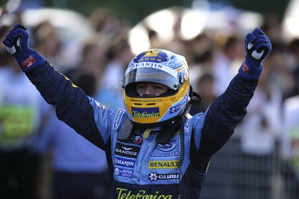 2006 Japanese Grand Prix - Sunday Race Suzuka, Japan. 5th - 8th October 2006 Fernando Alonso, Renault R26, 1st position, celebrates his win in parc ferme, portrait. World Copyright: Lorenzo Bellanca/LAT Photographic. ref: Digital Image ZD2J6133