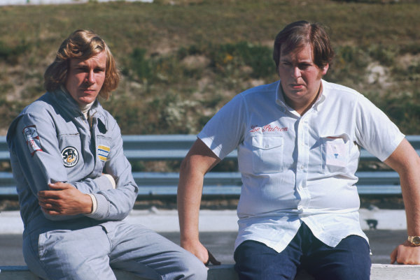 1973 Canadian Grand Prix.  Mosport Park, Ontario, Canada. 21st-23rd September 1973.  James Hunt and Anthony (Bubbles) Horsley of Hesketh Racing.  Ref: 73CAN12. World Copyright: LAT Photographic