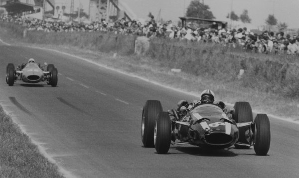 1966 French Grand Prix.Reims, France. 3 July 1966.Chris Amon, Cooper T81-Maserati, 8th position, leads Guy Ligier, Cooper T81-Maserati, not classified, action.World Copyright: LAT Photographic