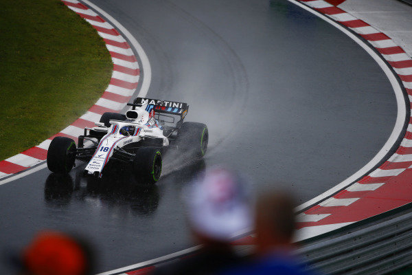 Lance Stroll, Williams FW41 Mercedes, returns to the pits with a broken front wing.