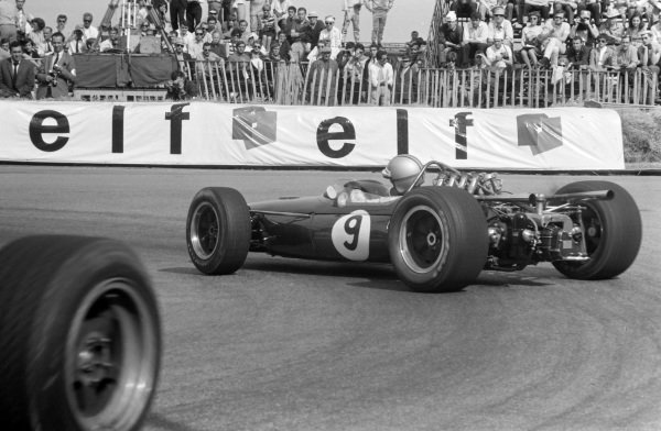 Denny Hulme, Brabham BT20 Repco, corrects a slide at Station hairpin.
