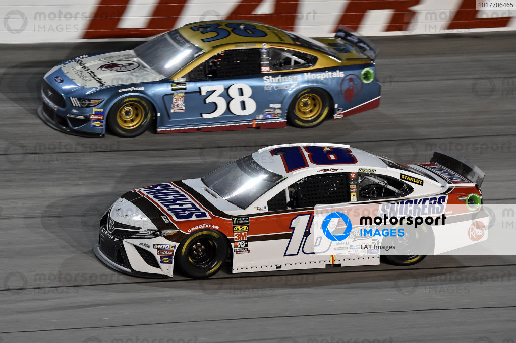 #18: Kyle Busch, Joe Gibbs Racing, Toyota Camry Snickers Throwback, #38: David Ragan, Front Row Motorsports, Ford Mustang Shriners Hospitals for Children