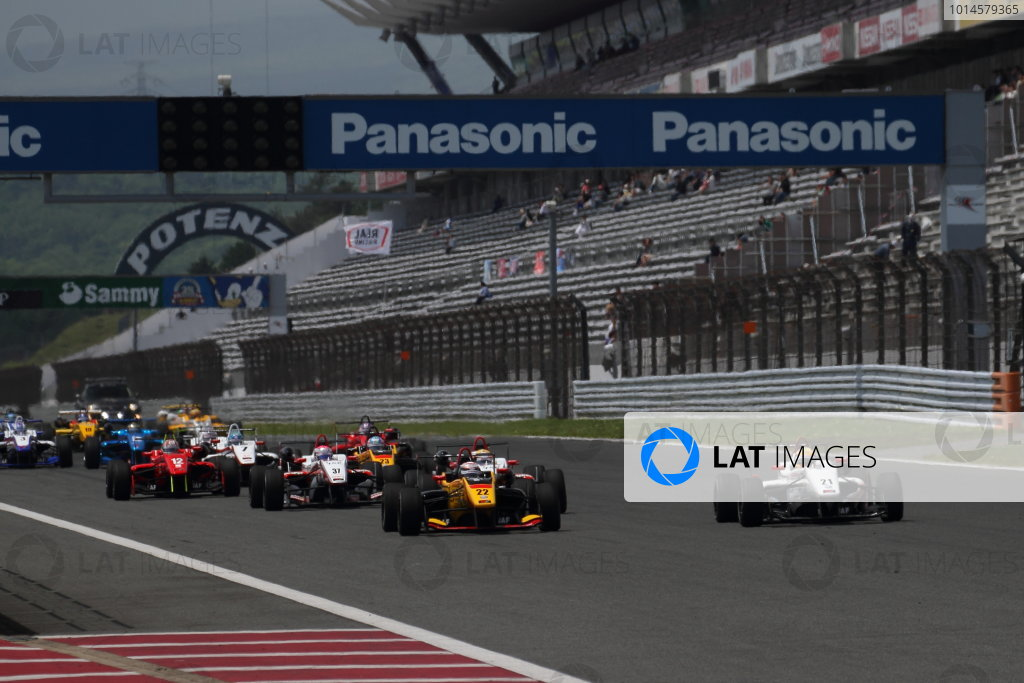 2016 Japanese Formula 3 Championship Fuji, Japan. 14th-15th May 2016. Rd 3 & 4. The start of the race. World Copyright: Hideaki Kobayashi/LAT Ref: (filenamebase}