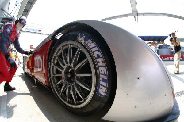 2007 Le Mans Test Day2nd and 3rd June 2007.Le Mans, France.Sunday Test DayMichelin tyre on Audi R10 TDI, logo, wheel.World Copyright: Glenn Dunbar/LAT Photographic. ref: Digital Image YY8P5510