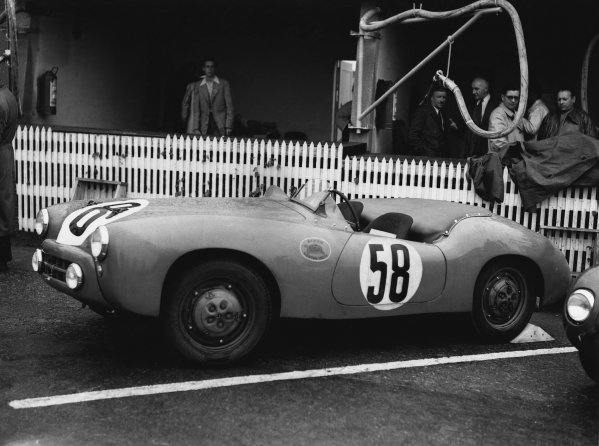 Le Mans, France. 23rd - 24th June 1951 Jean-Paul Colas/Schollmann (Callista Panhard), 28th position, in the pits, portrait. World Copyright: LAT Photographic Ref: Autocar Glass Plate C29692.