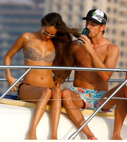 Yas Marina Circuit, Abu Dhabi, United Arab Emirates28th October 2009.Jenson Button and Jessica Michibata are reunited post Jenson winning the Formula One world championship. Spending time together on a cruise around the marina the couple enjoy some much anticipated time to themselves between Jenson's training schedule. Jenson travels to Abu Dhabi later today for the final F1 race of the season.World Copyright: Charles Coates/LAT Photographic ref: Digital Image _26Y5524