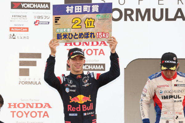 2017 Japanese Super Formula. Sugo, Japan. 23rd - 24th September 2017. Rd 6. 2nd position Pierre Gasly ( #15 TEAM MUGEN SF14 ) podium portrait World Copyright: Yasushi Ishihara / LAT Images. Ref: 2017_SF_Rd6_028