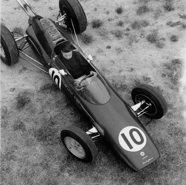 Jim Clark (Lotus 25-Climax), portrait. World Copyright: LAT Photographic.Ref:  10262.