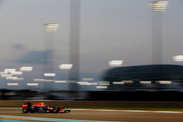 Yas Marina Circuit, Abu Dhabi, United Arab Emirates. Friday 27 November 2015. Daniil Kvyat, Red Bull Racing RB11 Renault. World Copyright: Charles Coates/LAT Photographic ref: Digital Image _99O7356
