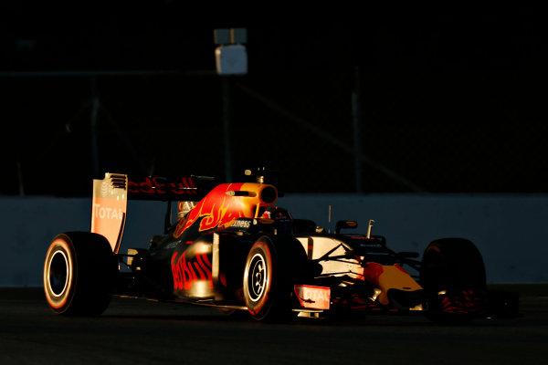 Circuit de Catalunya, Barcelona, Spain Thursday 25 February 2016. Daniil Kvyat, Red Bull Racing RB12 TAG Heuer.  World Copyright: Alastair Staley/LAT Photographic ref: Digital Image _79P5012
